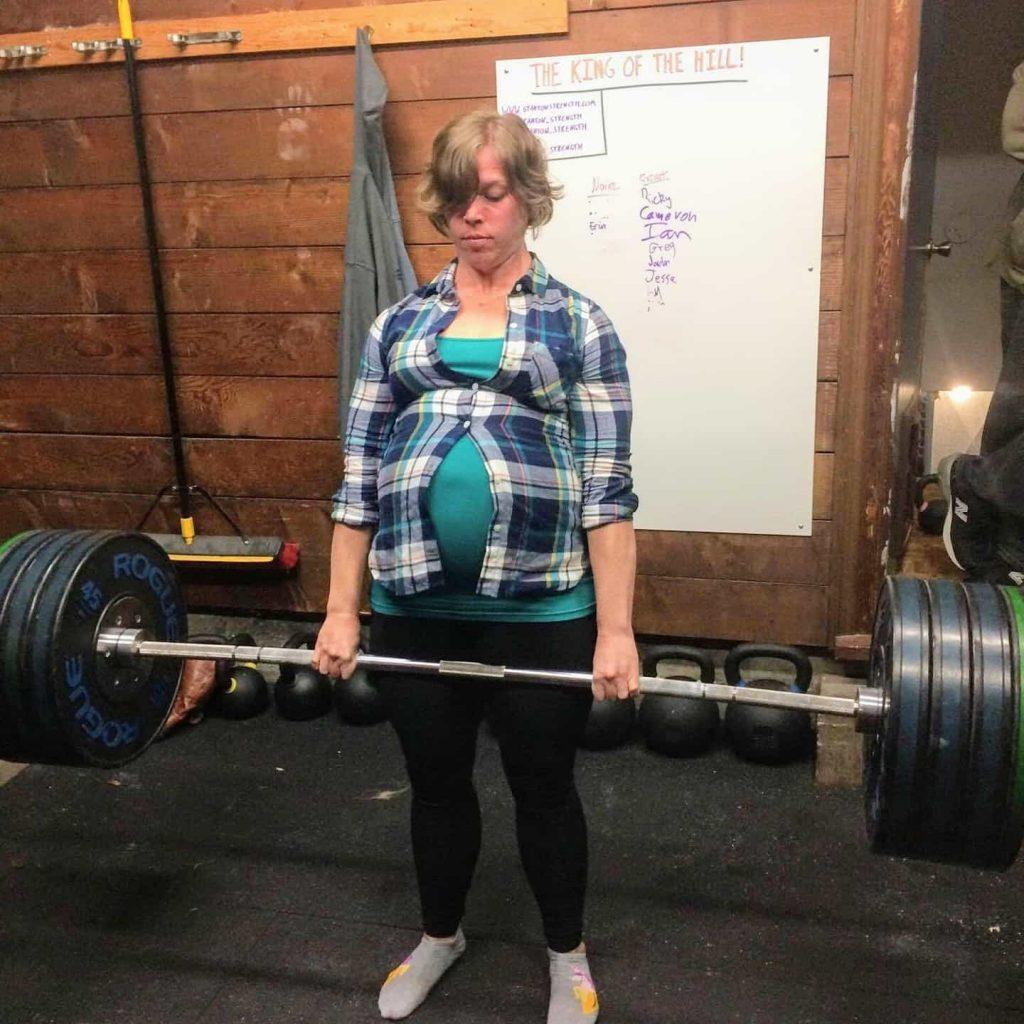 Pregnant powerlifter deadlifting